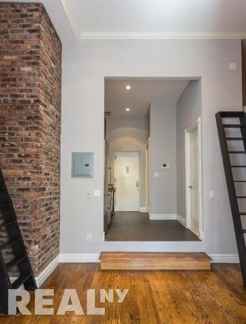 3 Bedrooms, West Village Rental in NYC for $6,229 - Photo 2