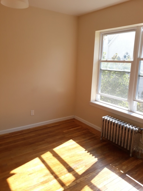 3 Bedrooms, Journal Square Rental in NYC for $1,825 - Photo 2