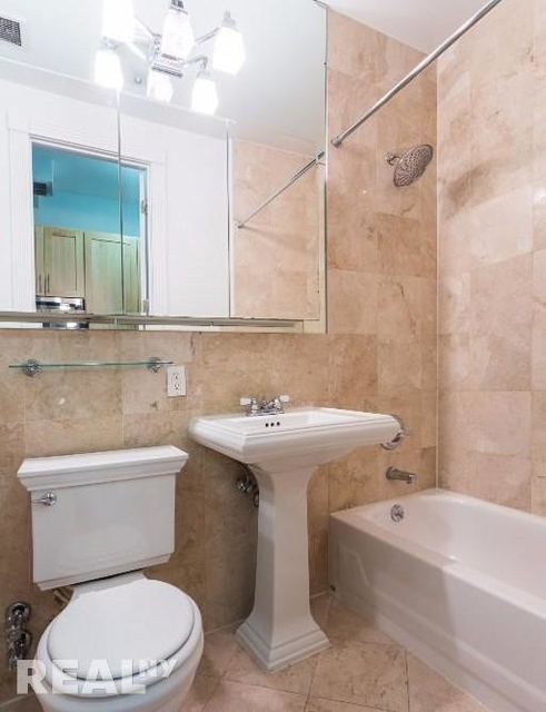 3 Bedrooms, East Village Rental in NYC for $5,349 - Photo 2