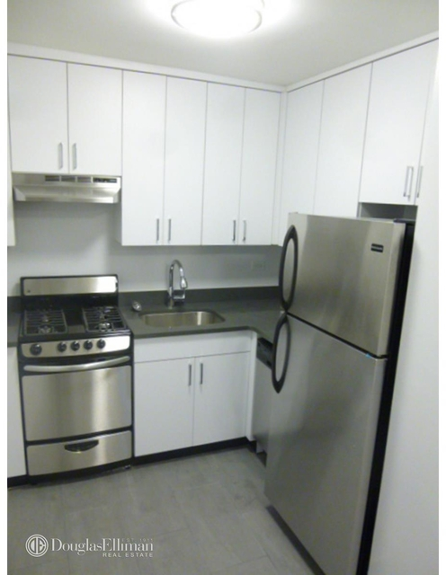 2 Bedrooms, Gramercy Park Rental in NYC for $7,900 - Photo 2