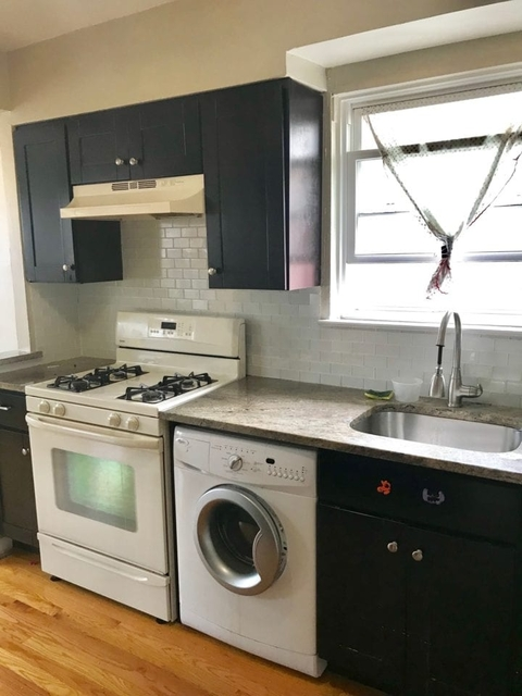 2 Bedrooms, Astoria Heights Rental in NYC for $2,700 - Photo 1