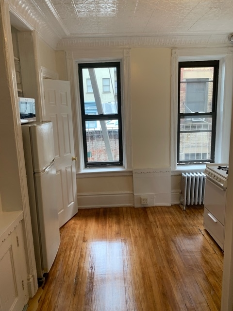 2 Bedrooms, Hell's Kitchen Rental in NYC for $2,556 - Photo 1