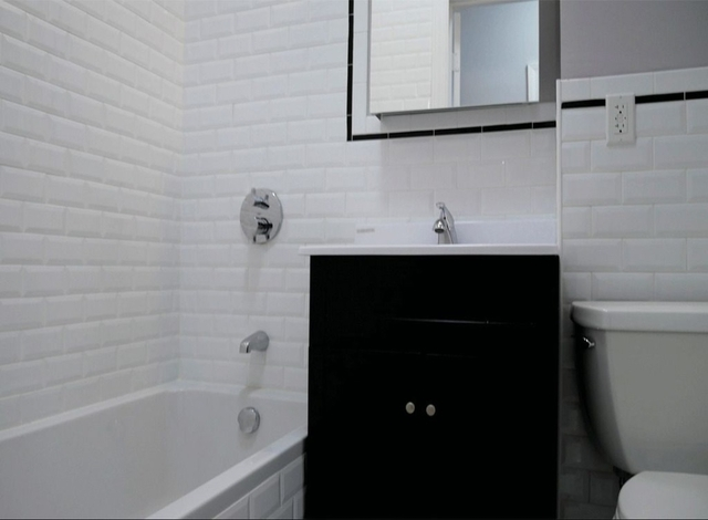 3 Bedrooms, Washington Heights Rental in NYC for $3,264 - Photo 2