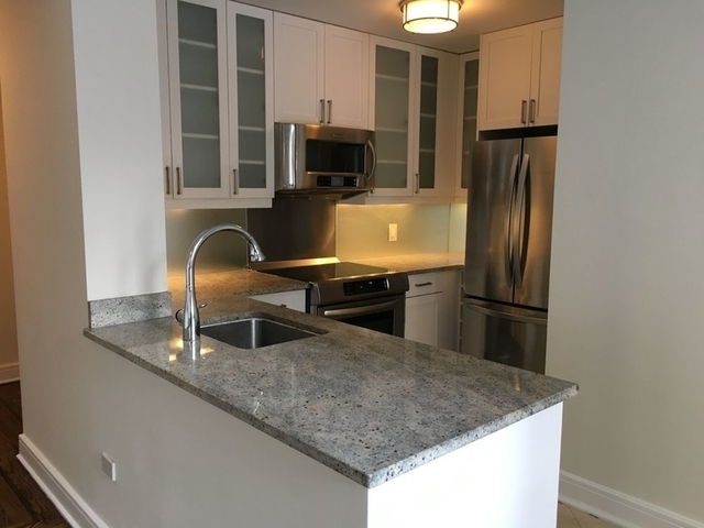 2 Bedrooms, Lincoln Square Rental in NYC for $6,829 - Photo 2