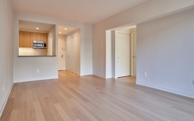 1 Bedroom, Hell's Kitchen Rental in NYC for $4,775 - Photo 2