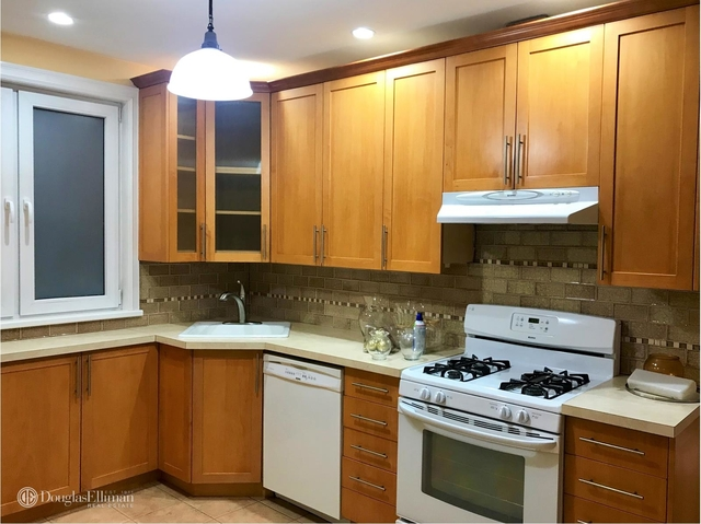 3 Bedrooms, Glendale Rental in NYC for $2,100 - Photo 2
