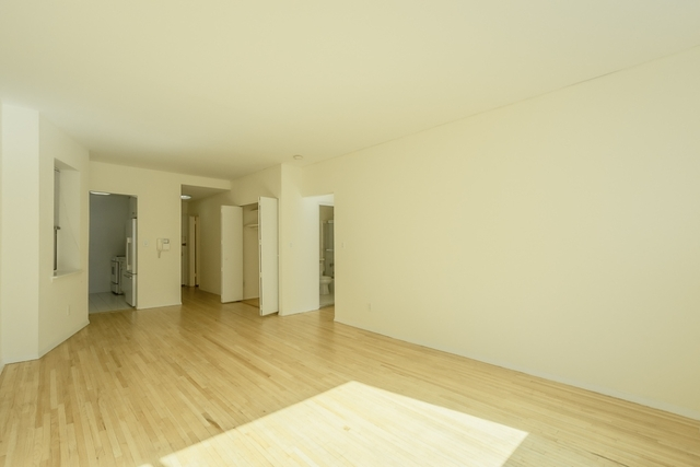 2 Bedrooms, Hell's Kitchen Rental in NYC for $3,208 - Photo 2