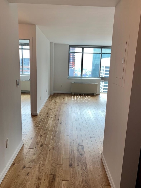 3 Bedrooms, Financial District Rental in NYC for $7,730 - Photo 2