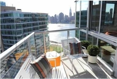 2 Bedrooms, Hunters Point Rental in NYC for $5,817 - Photo 2