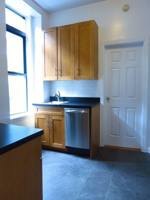 4 Bedrooms, Yorkville Rental in NYC for $4,500 - Photo 2