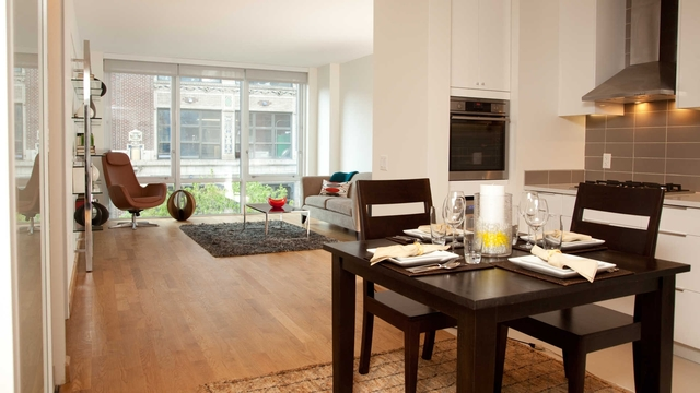 2 Bedrooms, Hell's Kitchen Rental in NYC for $6,044 - Photo 2