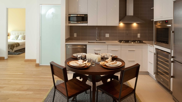 2 Bedrooms, Hell's Kitchen Rental in NYC for $6,044 - Photo 1