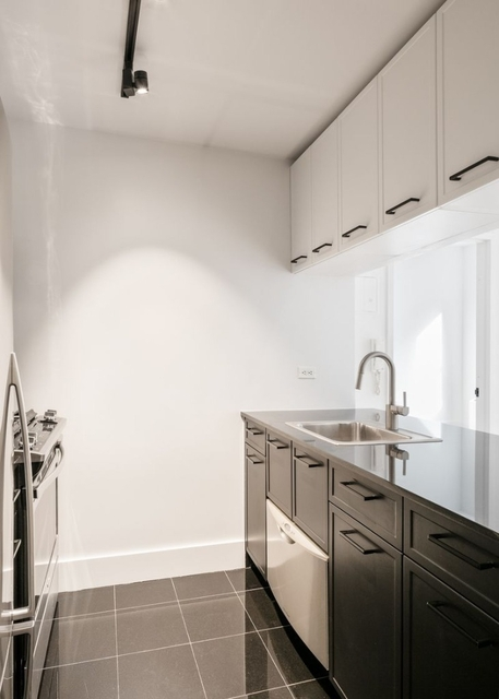 Studio, Financial District Rental in NYC for $3,496 - Photo 2