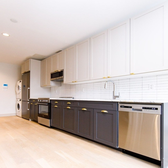 2 Bedrooms, East Village Rental in NYC for $6,050 - Photo 2