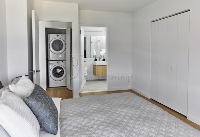 2 Bedrooms, Astoria Rental in NYC for $4,123 - Photo 2