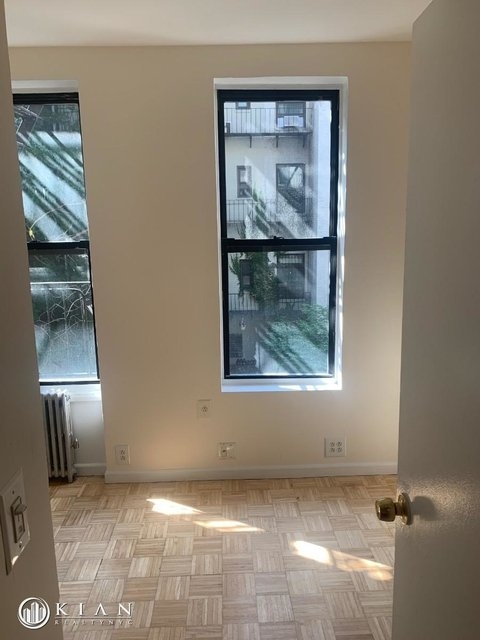 2 Bedrooms, Yorkville Rental in NYC for $2,900 - Photo 2