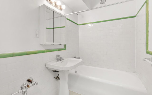 Studio, Upper West Side Rental in NYC for $2,432 - Photo 2