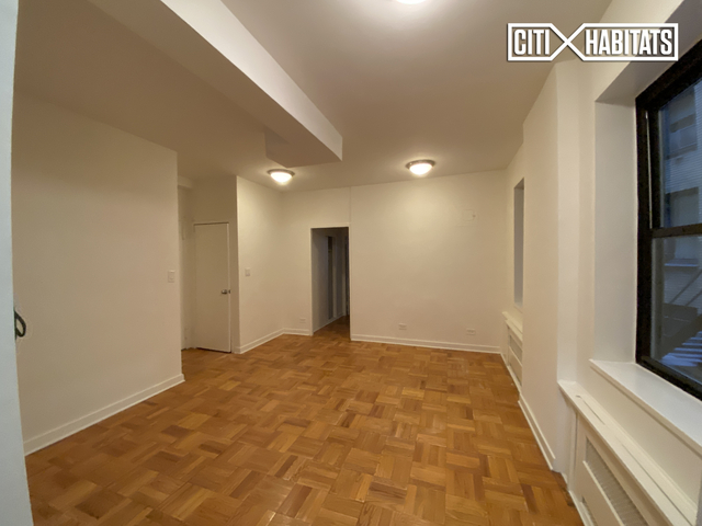 2 Bedrooms, Sutton Place Rental in NYC for $4,095 - Photo 2