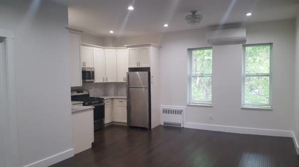 2 Bedrooms, Borough Park Rental in NYC for $2,100 - Photo 2