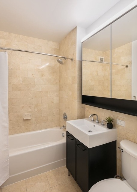 1 Bedroom, Financial District Rental in NYC for $3,496 - Photo 2