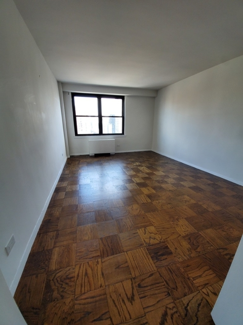 2 Bedrooms, Yorkville Rental in NYC for $5,600 - Photo 2