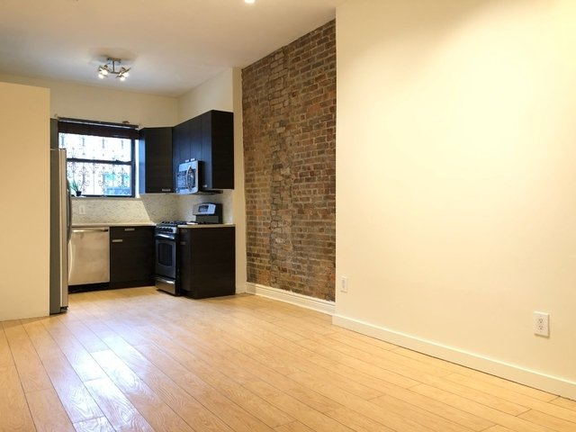3 Bedrooms, Red Hook Rental in NYC for $2,750 - Photo 1