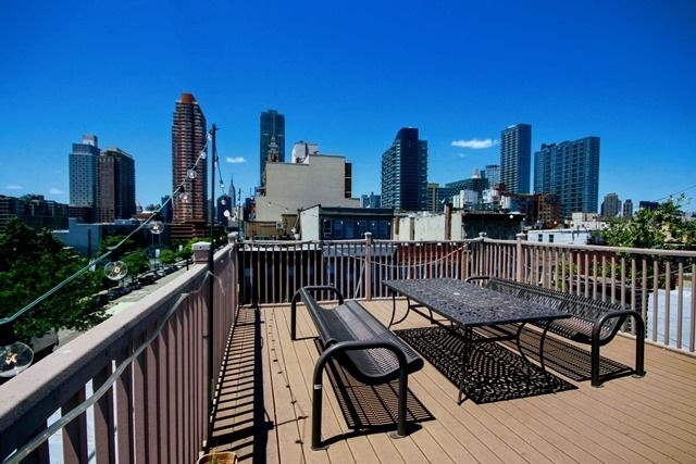 2 Bedrooms, Hunters Point Rental in NYC for $2,965 - Photo 1