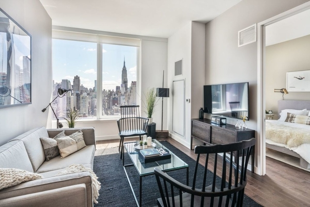 2 Bedrooms, Hell's Kitchen Rental in NYC for $6,170 - Photo 1