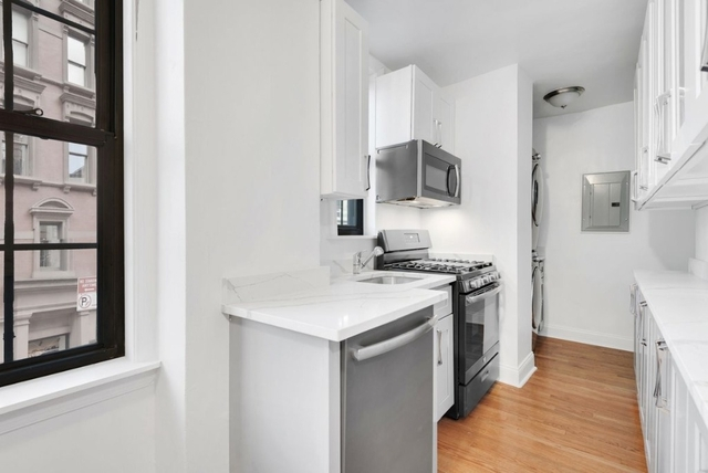 3 Bedrooms, Lenox Hill Rental in NYC for $10,995 - Photo 2