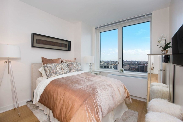 3 Bedrooms, Long Island City Rental in NYC for $6,500 - Photo 2