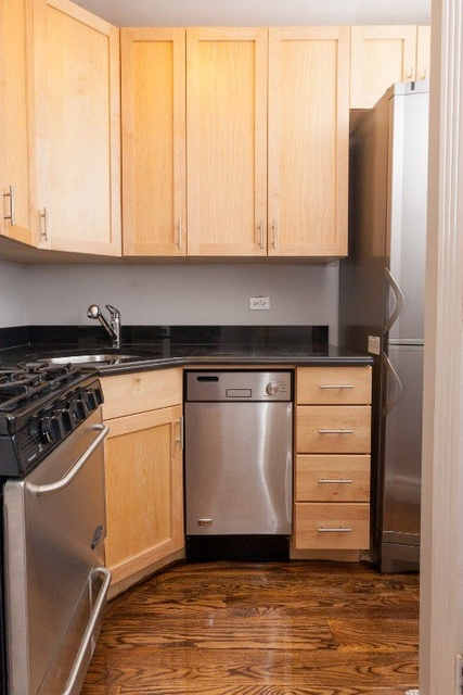 3 Bedrooms, Turtle Bay Rental in NYC for $4,890 - Photo 2