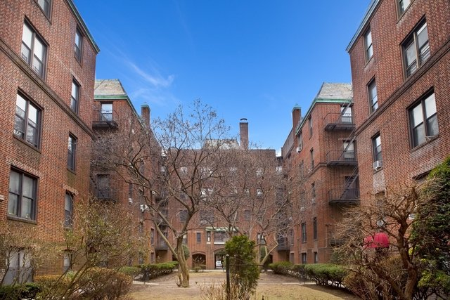 3 Bedrooms, Jackson Heights Rental in NYC for $3,250 - Photo 1