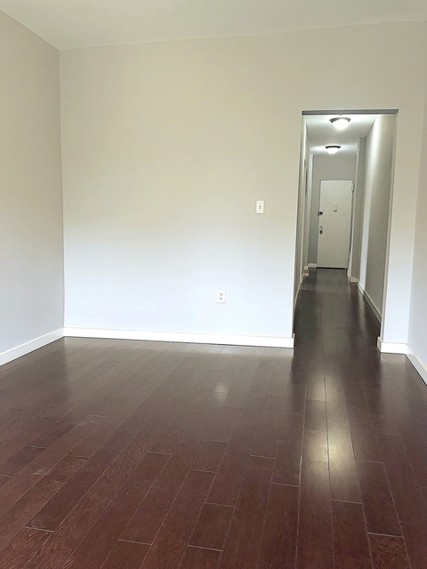 2 Bedrooms, University Heights Rental in NYC for $2,045 - Photo 2