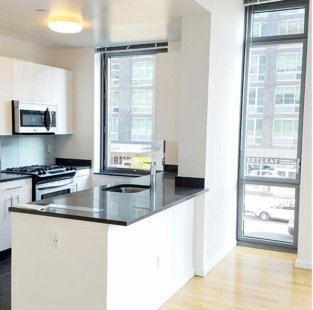 Studio, Hunters Point Rental in NYC for $2,725 - Photo 2