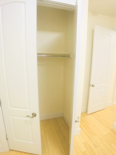 Room, Washington Heights Rental in NYC for $791 - Photo 2