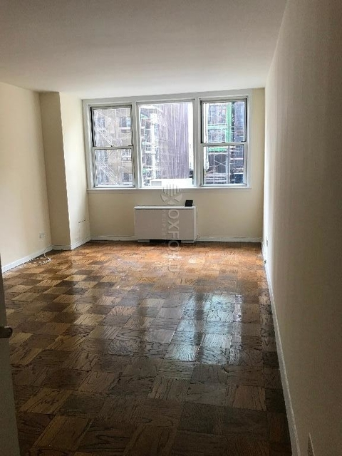3 Bedrooms, Gramercy Park Rental in NYC for $3,950 - Photo 2