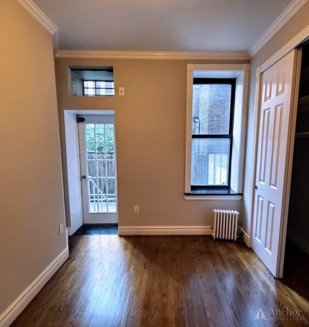 3 Bedrooms, Gramercy Park Rental in NYC for $5,072 - Photo 2
