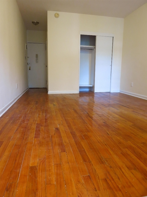 Studio, Yorkville Rental in NYC for $2,020 - Photo 2