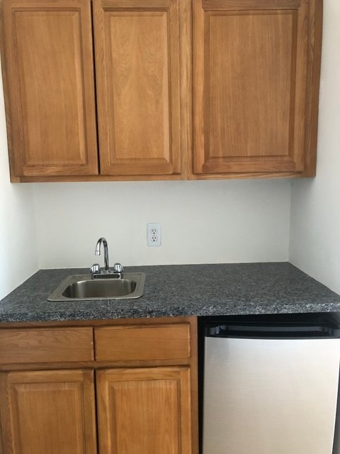 Studio, Lenox Hill Rental in NYC for $2,399 - Photo 2