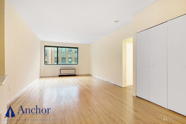 2 Bedrooms, Hell's Kitchen Rental in NYC for $3,795 - Photo 2