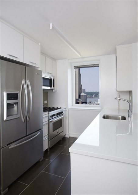2 Bedrooms, Upper West Side Rental in NYC for $6,852 - Photo 2