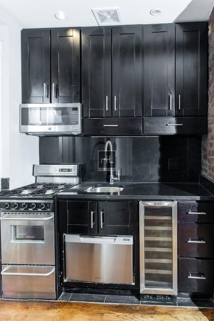 4 Bedrooms, East Village Rental in NYC for $6,415 - Photo 2