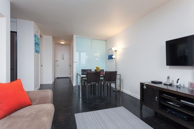 2 Bedrooms, Hell's Kitchen Rental in NYC for $3,880 - Photo 2