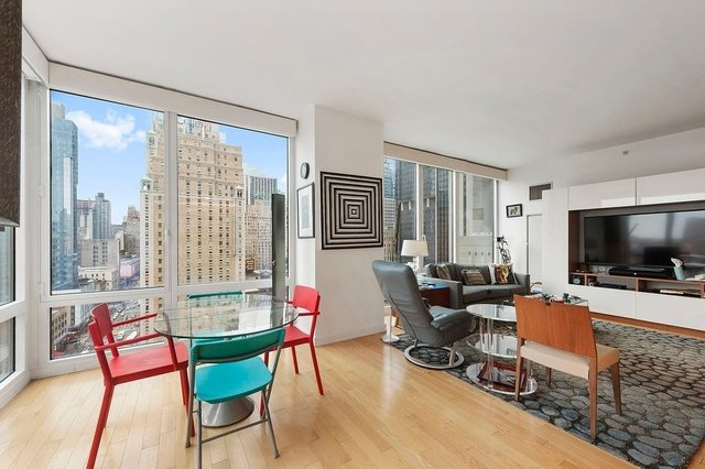 2 Bedrooms, Theater District Rental in NYC for $3,980 - Photo 2