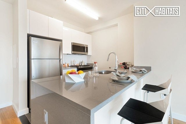 2 Bedrooms, Hell's Kitchen Rental in NYC for $4,997 - Photo 2