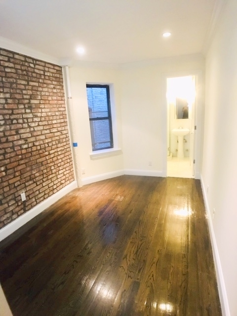 Room, Yorkville Rental in NYC for $1,375 - Photo 2