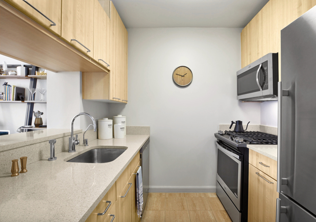 1 Bedroom, Hell's Kitchen Rental in NYC for $3,553 - Photo 2