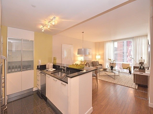 1 Bedroom, Garment District Rental in NYC for $3,984 - Photo 2
