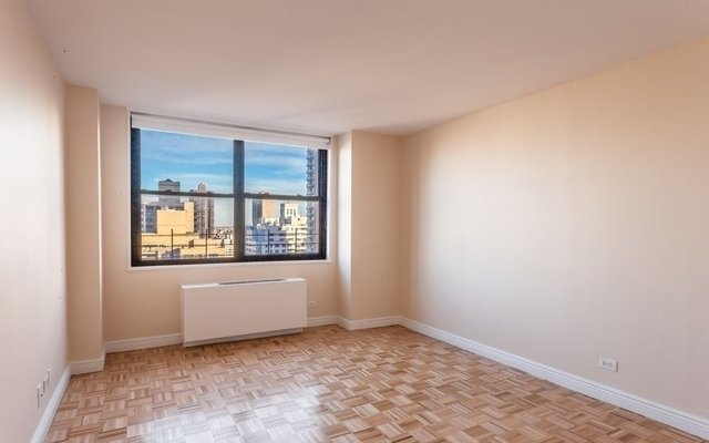 3 Bedrooms, Yorkville Rental in NYC for $7,550 - Photo 2