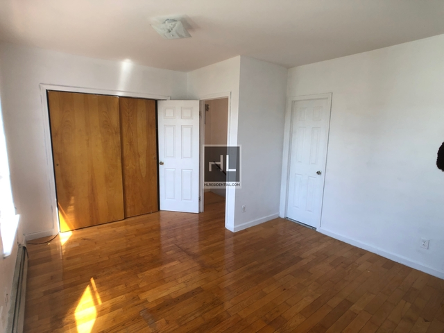 3 Bedrooms, Gravesend Rental in NYC for $2,200 - Photo 2